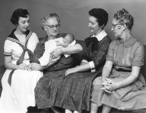 1956 Marlene, Grandma (Moore) Lomax, Cindy, Billye, Mom.