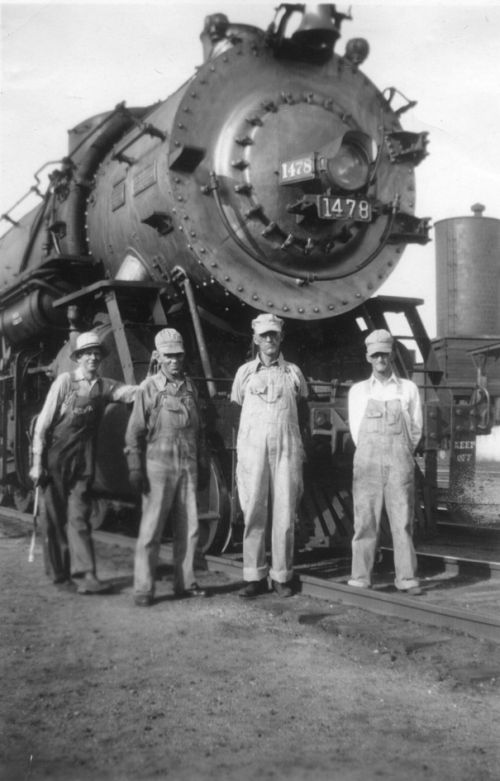 1937 Grandpa Lomax (3rd from left) with crew of the MOP�s engine # 1478